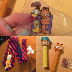 Vintage Accessories - GARFIELD The Cat Odie Bundle Tie & Collectors Pin